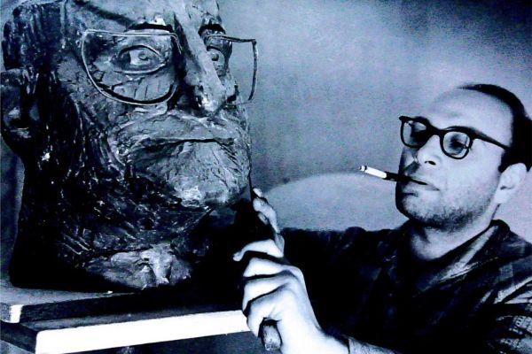 2-vladimir-tsimmerling-s-portretom-dramaturga-bertolda-brekhta-1961-nachalo-1960-kh130AE207-B076-8923-223C-9EE3BF220939.jpg